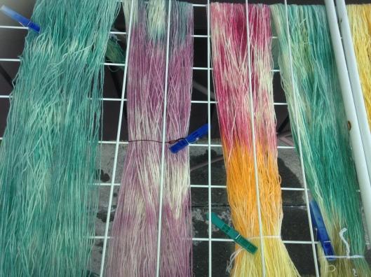 Meine erste selbst gefärbte Wolle mit Eierfarben